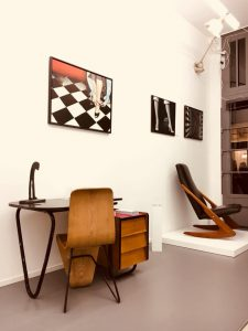 Lovely Legs midcentury design exhibition with contemporary art at Galerie Gaudium, Amsterdam